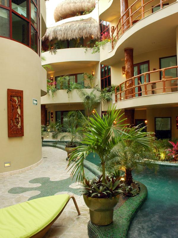 Maya Villa Gecko